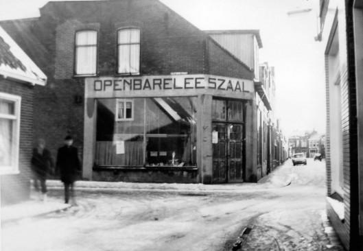 Op 13 juni 1912 nam het hoofd van de Groen van Prinsterer School i.s.m. het Nut het initiatief tot stichting van een openbare leeszaal en bibliotheek. Die is een jaar later geopend in een gehuurd pand aan de Breewaterstraat in Den Helder
