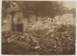 Afbraak van het zogeheten 'Bullenhofje'in 1928 waar voordien personeel van Bosbeek woonde