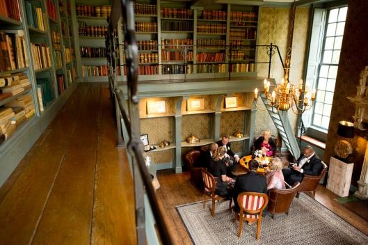 Interieurfoto bibliotheek in kasteel Wijenburg, Echteld