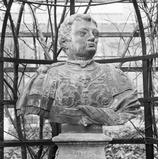 Bartholomeus Eggers, ba 1674 keizer Calligula. lood. tuin Rijksmuseum Amsterdam, afkomstig van Meer en Berg Heemstede