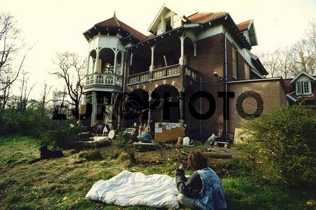 Bezetting door kramers van Eikenrode, voormalig kantoor van de Leger Filmdienst, aangekocht door een projectontwikkelaar (1990)
