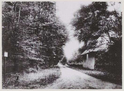 Koetshuis van Eikenrode aan de Prinsenlaan vanaf de Herenweg in Heemstede 1912 (NHA)