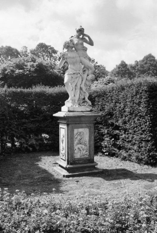 Beeld op Oostermeer, door Jacques Goudstikker in 1930 overgenomen van H.Deutz van Lennep van Meer en Bosch