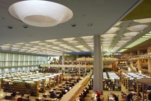 Leeszaal in West-Berlijnse Staatsbibliotheek (Preussicher Kulturbesitz)