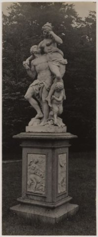 Tuinbeeld door Van Logteren in 1739 vervaardigd en in de jaren 30 vorige eeuw verhuisde van Meer en Berg naar een buiten aan de Amstel.
