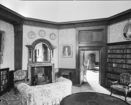 Bibliotheekkamer in kasteel Middachten (foto A.J.van der Wal, 1905)
