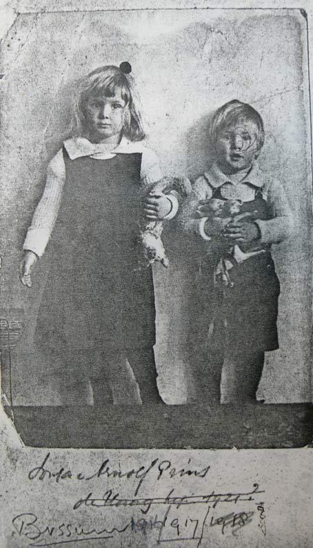 Sonja Prins en haar broer in Bussum, 1917