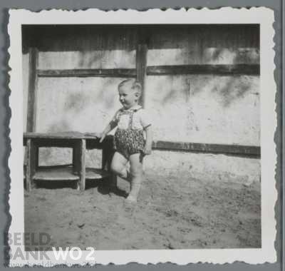 Appie Prins in de crèche van de Plantage Middenlaan in 1942 (Joods Historisch Museum).