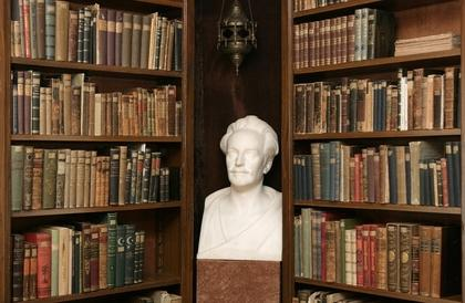 Buste van Karl May in zijn museum en bibliotheek te Radebeul
