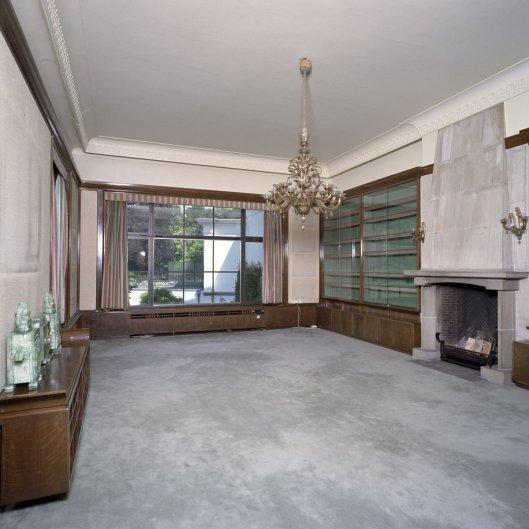 De ontruimde bibliotheekruimte op paleis Soestdijk