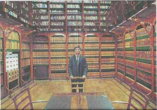Oud premier Jan peter Balkenende in de bibliotheek van de Tweede kamer (foto Roel Rozenburg, NRC)