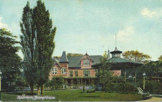 Brongebouw met kiosk omstreeks 1905