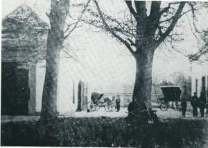 Koetshis en tuinmanswoning van Bosbeek-Groenendaal naar oude 'photographie' van omstreeks 1900. Verbouwd tot restaurant Groenendaal.