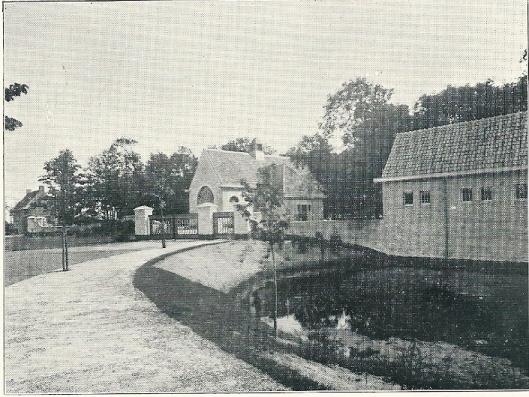 De uitbreiding van de Algemene Begraafplaats in Heemstede is in 197 voltooid. Op de voorgrond de nieuwe aula en doodgraverswoning