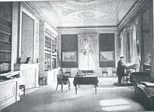 De bibliotheek van de Hollandsche Maatschappij der Wetenschappen in Haarlem met oud-secretaris prof. dr.J.Bosscha. Uit: Zondagsblad van de Opr. Haarl. Courant, 1909