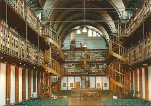 Het bibliotheekgebouw in Wittem dateert uit 1892 en groeide uit tot circa 80.000 banden. Ongeveer 40.000 (oude) boeken verhuisden naar de Universiteit van Nijmegen. 40.00 andere boeken vormen tegenwoordige het decom van de bibliotheekzaal die wordt gebruikt voor tentoonstellingen, studiedagen,lezingen cursussen, symposia e.d.