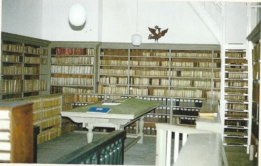 Interieur van in 1653 bij testament gestichte bibliotheek door de jurist Joannes Thijsius