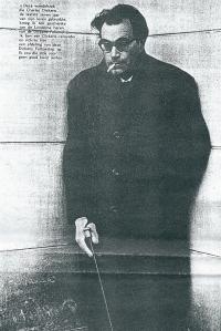 Godfried Bomans bezat 'naar eigen zeggen' over een wandelstok afkomstig van Charles Dickens die hem in Londen door de Dickens Fellowship zou zijn overhandigd.