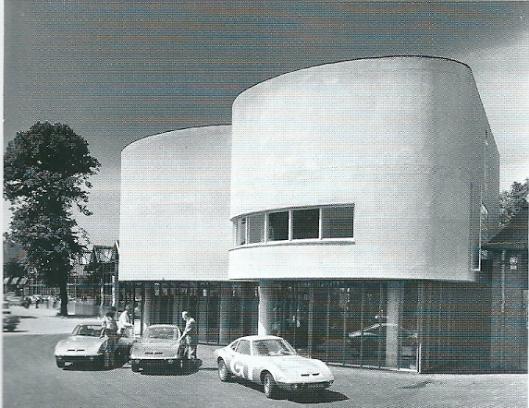 De in 1969 geopende nieuwe garage van Van Lent, ontworpen door architect Cees Dam