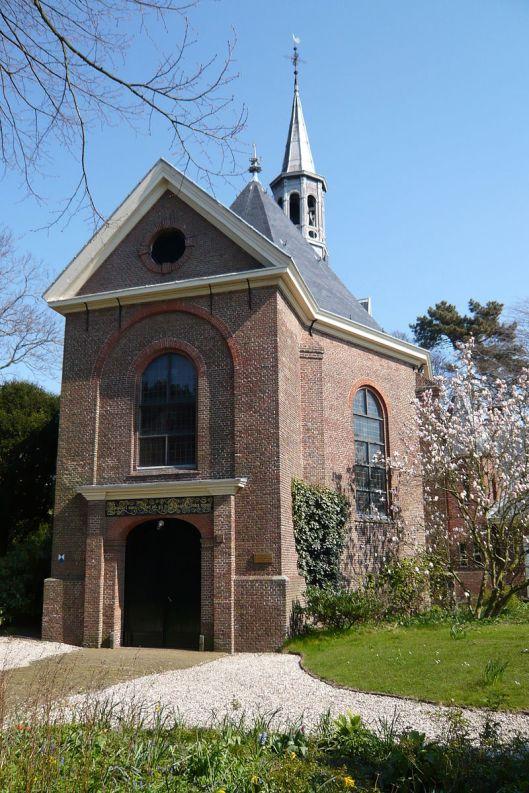 De (eenbeukige) dorpskerken van Bloemendaal uit 1635 (zie foto) en Bennebroek (1679) qua bouw vergelijkbaar met de Oude Kerk van Heemstede