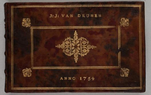 Vooromslag van album amicorum uit 1754 voor J.J.van Drunen (1733-1804), redikant en oriëntalist (collectie Koninklijke Bibliotheek Den Haag)