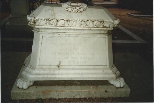 Familiegraf Van Verschuer-Brants (1847/1901) op de Algemene Begraafplaats in Heemstede, waar zich behalve het echtpaar ook sinds 1847 het in 1840 overleden zoontje Bernard Diederik Theodoor is begraven.
