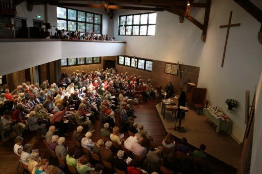 De laatste en druk bezochte kerkdienst in de kapel Nieuw Vredenhof