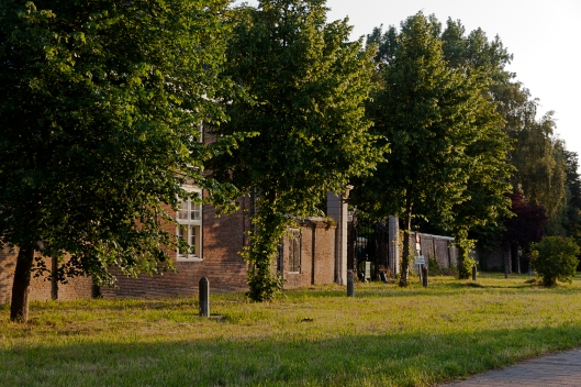 De huidige situatie  na herplaatsing van enkele grenspalen door de gemeente Heemstede (foto T.A.Out)