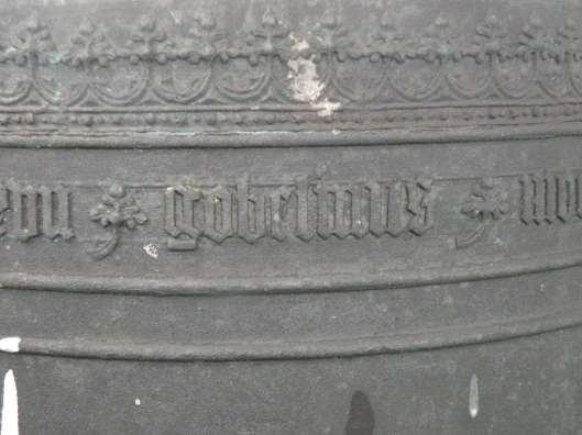 Randschrift van de klok gegoten door Gobelinus Moer in 1487 (foto Daan Kerkvliet)