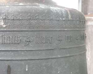 Vervolg randschrift klok gegoten door Moer in 1487 (foto Daan Kerkvliet)
