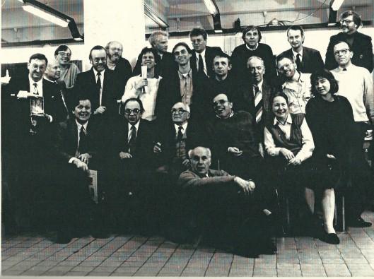 Op 22 februari 1988 ontving de intussen gepensioneerde archivaris Jan Bomans van het Spaarnestad-fotoarchief een delegatie der leden van genootschap Het Beschreven Blad. Vooraan zittend v.l.n.r. Jan Keijser, Huib van Krimpen, Flip Mayer, Bert Veen, Astrid Hammond, Tesselschade Andriessen. 1e rij: Leo Vos, ?, Ab van der Steur, Harm Botman, Bert Sliggers, Jan Dekker, Jan Snoep, Erik Schots, Harry Hendriks. Bovenste rij: Henk van Galen,, Clemens Hoevenaars, Pieter Proost, Cees van Steijnen, Hans Rombouts, Hans Krol en Theo Hopman.
