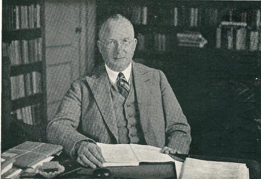 Prof.dr.F.W.A.Korff, overleden 14 oktober 1942 op een foto uit 1932