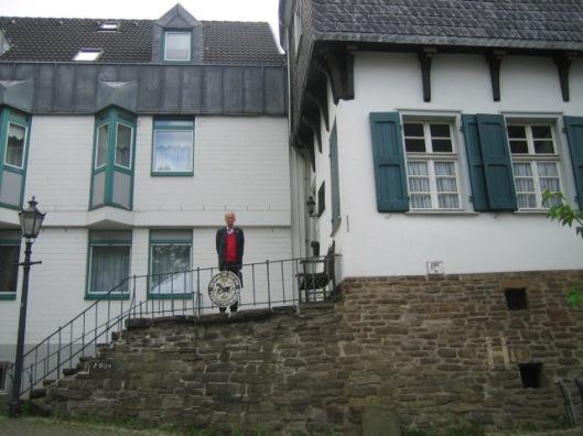 Hans Krol voor het Tersteegenhuis in Mühlheim (26 september 2013)
