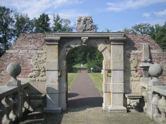 Restant poortje aan de zuidzijde van de brug, waarachter het kasteel in 1810 is gesloopt.