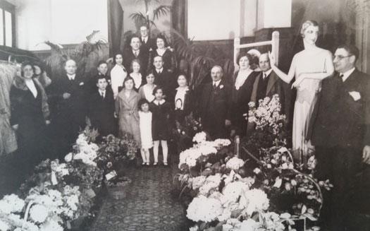 foto van Brucker mantelmagazijn, de tweede winkel in Rotterdam van Mozes en Rosetta Brücker, begonnen in de crisistijd van de jaren dertig