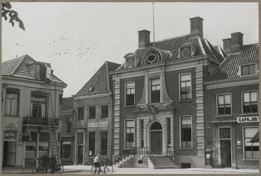 Het stadhuis van Doetinchem omstreeks 1900