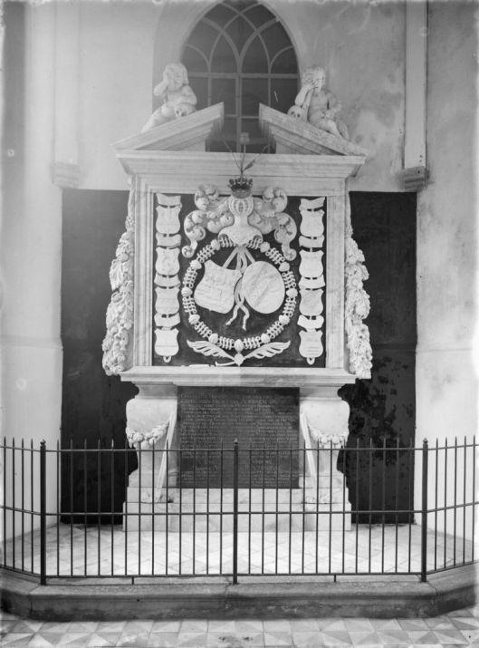 Grafmonument Adriaan Pauw in Oude Kerk Heemstede