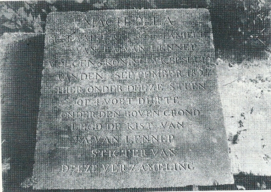 Grafsteen Jacob Abraham van Lennep van Meer en Berg, overgebracht naar de cultuurhistorische grafstenentuin van de algemene begraafplaats in Heemstede