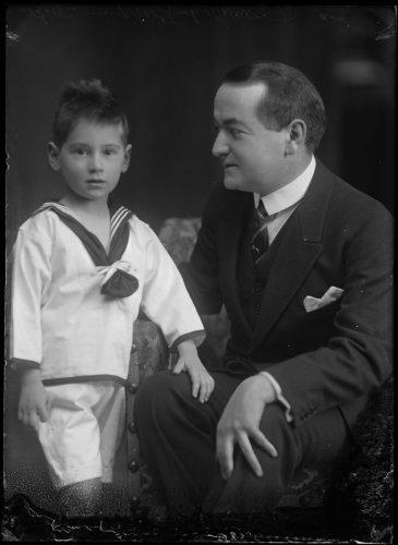 F.B.E.Gutmann en zoon Bernard (Atelier Merkelbach, Stadsarchief Amsterdam)