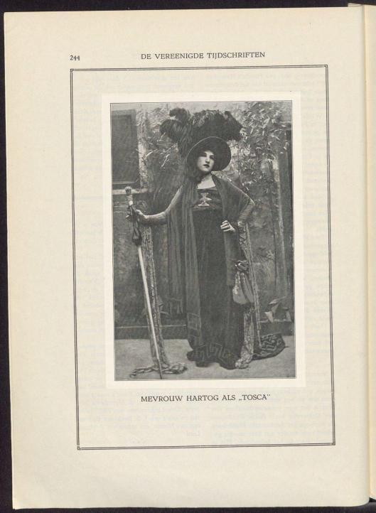 Lena Hartog-Horneman trad tissen 1920 en 1939 veelvuldig op als zangeres bij liederenavonden voor radio, in theaters e.d. Op deze foto is zij uitgedost al Tosca uit de opera van Puccini