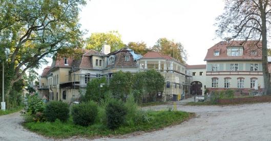 Villa 'Herbertshof', in 1913 gebouwd in opdracht van Herbert M.Gutmann, bedoeld als zomerverblijf in Potsdam en tussen 1919 en 1926 uitgebreid (foto Sebastian Berlin, 2010).