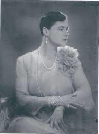 Louise Gutmann baronesse von landau (1892-1944). (foto Man Ray, 1926)