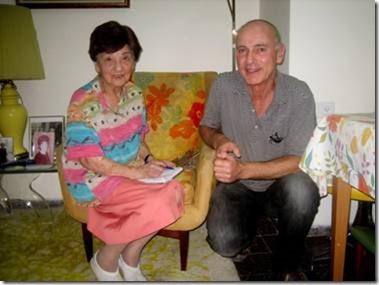 Begon oktober 2013 bracht Harald van Perlstein uit Heemstede een bezoek aan de 9-jarige Leesha Rose in verzorgingshuis Beith Barth in Israël (foto Albert pappenheim)