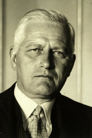 Portret van jonkheer Rudolph Wilhelm, Pierre Francois von Mühlen, geboren 5-3-1875 in Heemstede, was gemeenteontvanger van 1906-1971. (NHA)