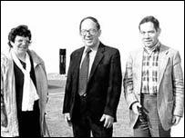 V.l.n.r. Eve, Paul en Rudi Oppenheimer. Paul Oppenheimer overleed 8 maart 2007. Daarmee zijn anno 2015 zijn zuster Eve en broer Rudi, allebei woonachtig in Engeland, de laatste overlevenden van de Duitse kampen, voordien woonachtig in Heemstede.