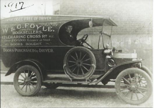 Foyles boekenservice in 1917 (Londen)