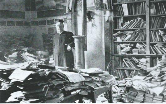 Pater A.B.H.Gielen s.j. tussen boeken die op de Index terecht kwamen, ongeschikt voor katholieke lezers