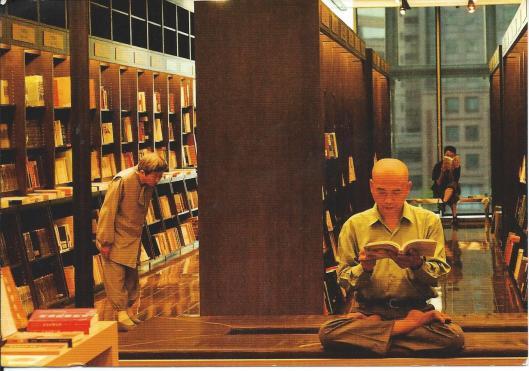 Lezen rondom de klop   in boekhandel Taipei