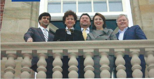Het college van Burgemeester en Wethouders in 2012 op het balcon van het raadhuis in Heemstede. V.l.n.r.: drs.P.J.van der Stadt (wethouder VVD), mw. drs.M.J.C.Heeremans (burgemeester), drs. J.Botter (wethouder D66), mw. mr.C.D.M.Kuiper-Kuipers (wethouder CDA) en mr.W.van den Berg (gemeentesecretaris).