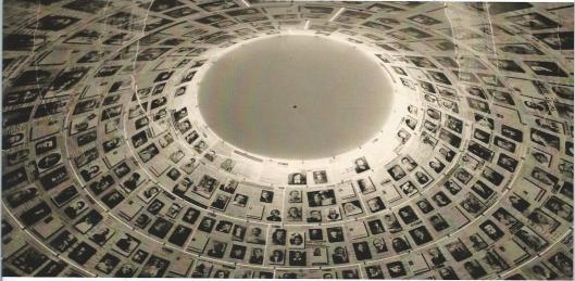 Hal van de Namen, Yad Vashem Jeruzalem. Voorts bevindt zich een Eremuur in de Tuin der Rechtvaardigen bij Yad Vashem met de namen van meer dan 26.000 mensen, waaronder ruim 3.400 Nederlanders.